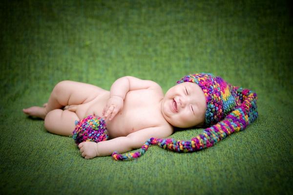 百天的宝宝拍照时有很多都是会睡着的,这个年纪的孩子很喜欢睡觉